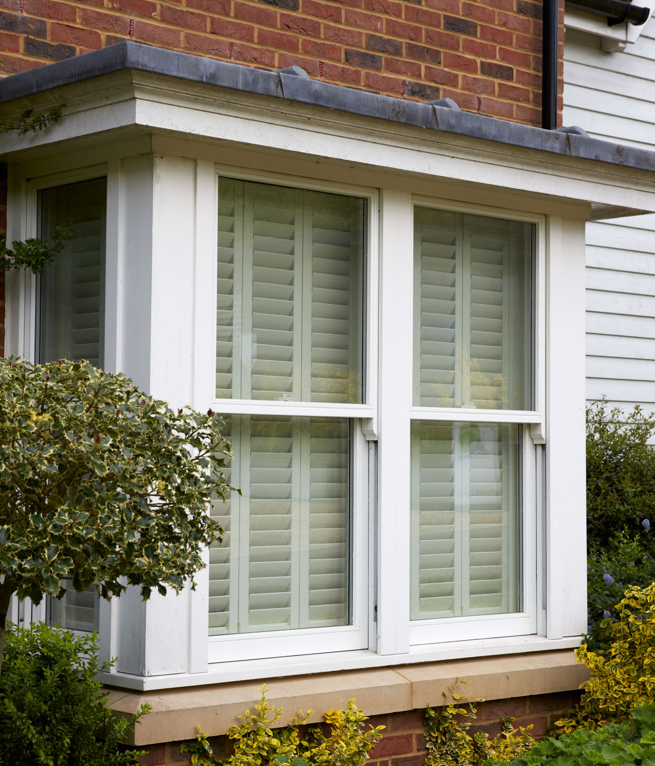 JELD-WEN Square Bay with Sliding Sash Timber Window