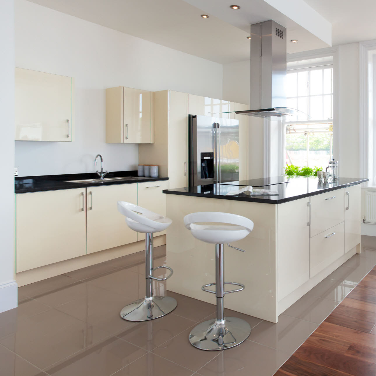 Magnet Eversley Park kitchen installed with island, tiled floor