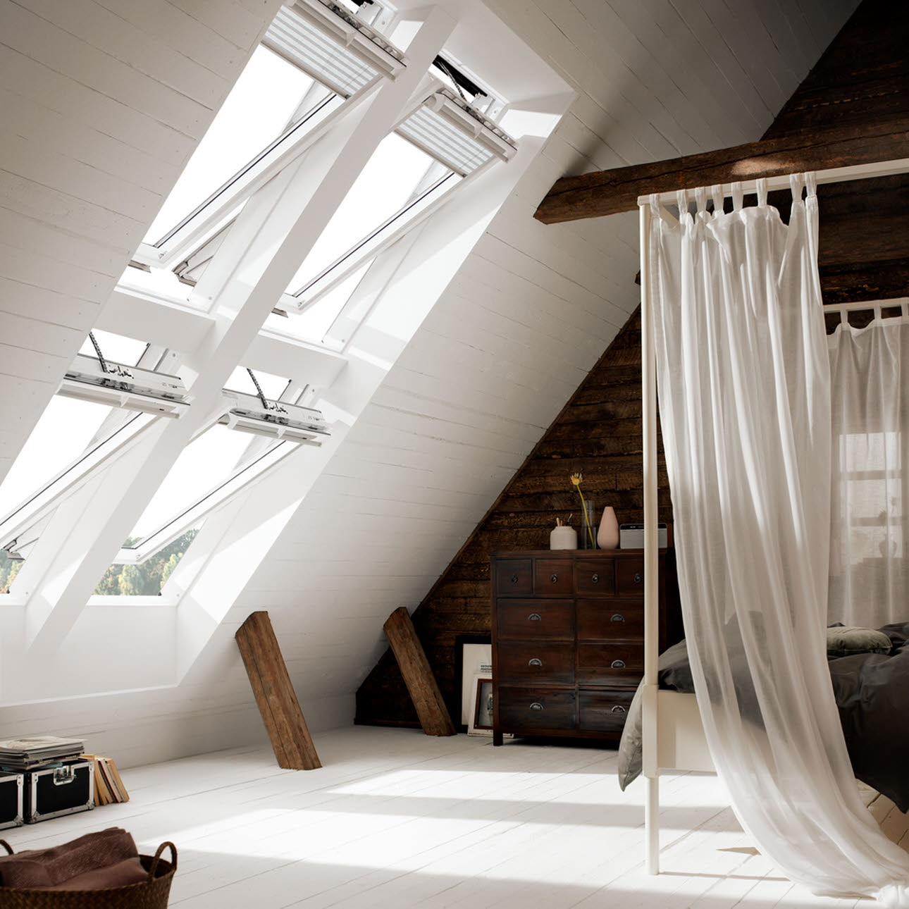 Double sloping bedroom combination Velux window